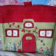 BEAUTIFUL VINTAGE 1940s TEA COSY ENGLISH COTTAGE FELT WOOL GREEN RED fabric