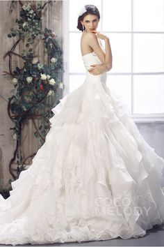 I'm liking the top part; how it's form fitted. Elegant Ball Gown Strapless Satin and Organza Chapel Train Wedding Dress Bohemian Wedding Dresses, Bridal Dresses, Dresses Dresses, Elegant Ball Gowns, Designer Wedding Gowns, Types Of Dresses, Wedding Styles, Wedding Ideas, One Shoulder Wedding Dress