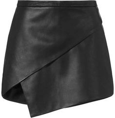 Michelle Mason Asymmetric Leather Mini Skirt: An exposed zip closure at the back. Real Leather Skirt, Black Leather Skirts, Look 80s, Asymmetrical Skirt, Look Chic, Polyvore, Blouse Styles, Skirt Outfits, Dress Skirt