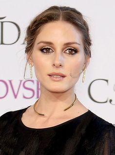 Trending #Jewelry Style (Collar Necklace): Olivia Palermo in simple golden collar #necklaceat the CFDA Awards 2014.