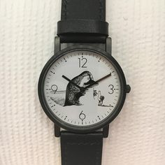 Beautiful Groke watch with black leather band by Saurum. High quality product for Moomin fans of all ages. ⌀31cm. Comes with a 2-year guarantee.Kaunis Mörkö kel
