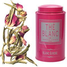 """BLANC & ROSE  -  Le thé blanc dont l'extrême délicatesse était célébrée par les souverains de la Chine Impériale, est appelé """"Aiguilles d'Argent"""" (Yin Zhen) car constitué de jeunes bourgeons recouverts de duvet blanc.    Mariage Frères a eu l'idée d'associer à ce thé mythique de tendres boutons de roses orientales. Les feuilles du thé et les pétales de la fleur ondoient dans la transparence de l'infusion. Celle-ci exhale un parfum doux et fleuri développant une saveur fraîche et veloutée."""