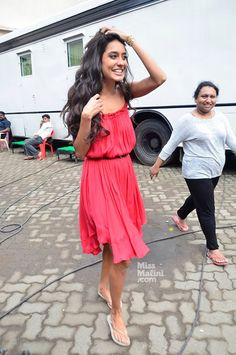 What Is Making Lisa Haydon Look THIS Happy?  She is like a sunshine <3