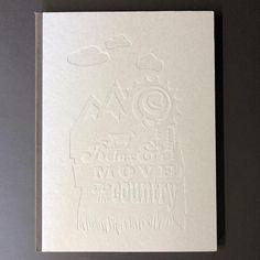 #steifbroschur mit geprägtem Deckel aus 2,5mm Graupappe #prägen #fundw #theartofprint #makeprintgreatagain #druckerei #buch #buchprojekt Office Supplies, Notebook, Design, Book Projects, Print Store, Cardboard Paper, The Notebook, Exercise Book