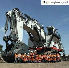 Tech Discover - The World& Largest Excavator. Heavy Construction Equipment, Construction Machines, Heavy Equipment, Earth Moving Equipment, Tonka Toys, Road Train, Mining Equipment, Heavy Machinery, Heavy Truck