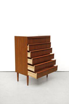 Top 3 woonspullen op zondag | nummer 2  Deze vintage 'cabinet' is echt een plaatje. Mooi voor in de gang, in de woonkamer of als commode te gebruiken. daarom terecht op nummer 2 deze week.  #vintage #Deensdesign #design #commode #kast #ladekast