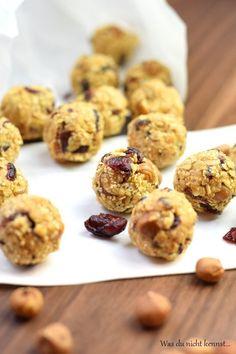 Cranberry Energiebällchen zuckerfrei, einfach und gesund - so kann das neue Jahr gut beginnen! Voller wertvoller Zutaten kinderleicht gemacht.