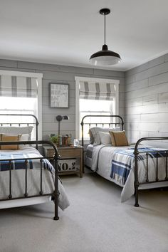 15 Cozy Bedrooms That Nail the Farmhouse Aesthetic Guest room chic. 15 Cozy Bedrooms That Nail the Farmhouse Aesthetic Guest room chic. Small Bedroom Designs, Small Room Bedroom, Gray Bedroom, Small Rooms, Bedroom Sets, Master Bedroom, Modern Bedroom, Twin Bedroom Ideas, Master Suite