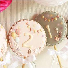 バースデーポップスクッキー Cookies For Kids, Fancy Cookies, Yummy Cookies, Sugar Cookie Frosting, Royal Icing Cookies, Sugar Cookies, Candy Packaging, Paint Cookies, Royal Icing Decorations