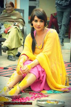post pictures of women, who you find sexually attractive Pakistani Dresses Party, Punjabi Bride, Punjabi Suits, Punjabi Models, Punjabi Actress, Indian Wedding Ceremony, Girl Trends, Indian Bridal Fashion, Suit Accessories
