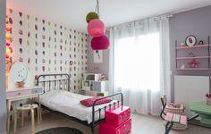 Chambre de petite fille rose et romantique réalisée par Delphine Guyart design