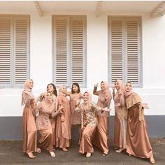 Follow @weddinginspirasi18 untuk selalu mendapatkan update #inspirasiootd #inspirasiwedding setiap hari.... Muslimah Wedding Dress, Hijab Wedding Dresses, Disney Wedding Dresses, Hijab Bride, Kebaya Hijab, Kebaya Dress, Hijab Dress Party, Hijab Style Dress, Malay Wedding Dress