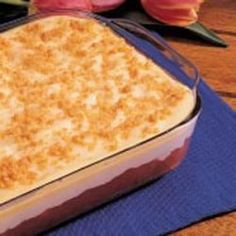 Rhubarb Pudding Dessert ***** Very good. Everyone who tasted this really liked it. Remember to use the size pan recommended Dessert Pudding Desserts, Desserts Nutella, Rhubarb Desserts, Rhubarb Cake, Rhubarb Recipes, Köstliche Desserts, Health Desserts, Fruit Recipes, Dessert Recipes