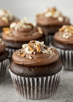 Sinfully decadent chocolate cupcakes filled with a creamy peanut butter filling and topped with whipped chocolate ganache and crushed pretzel. These Chocolate Peanut Butter Pretzel Cupcakes are out of this world!