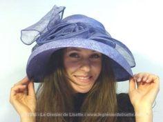 Chapeau sisal de la marque renommée ALEXON de couleur bleu/parme avec gros noeud…