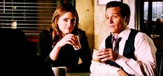 "allthecaskettfeels: ""nikkibeckettcsm: ""Lol it looks like Stana almost dran the M&Ms and then caught herselg "" hahah her face ""oh thaaats not liquid."" "" Why didn't anyone correct the TERRIBLE iPad..."