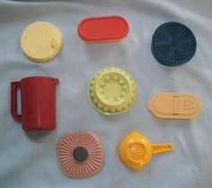 8 Fridge Magnets, Vtg. Tupperware & Plastic, Colander, Jello Mold, Bread Box et