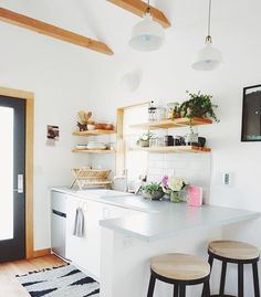 Crushing so hard on this tiny kitchen @emily_katz designed! You know I've gotten accustomed to tiny living when I'm drooling over the amount of counter space in a tiny house
