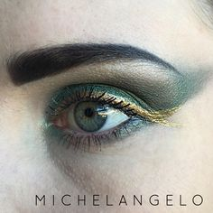 Michelangelo Teenage Mutant Turtle inspired eyeshadow. See how I did it at: http://www.cara-scott.com/blog/2014/10/12/tmnt-inspired-eyes