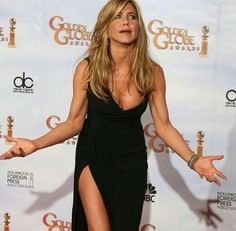 Look at her 😍 she's so cute 😂❤️ Jennifer Aniston Pictures, Jennifer Aniston Style, Jenifer Aniston, Celebs, Celebrities, My Idol, Brad Pitt, How To Look Better, Sexy Women