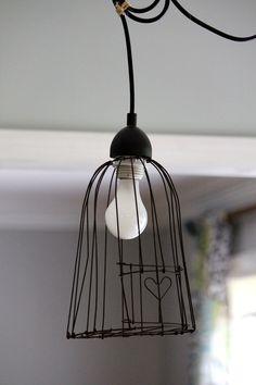 little heart bird cage pendant light; Pendant Lighting Bedroom, Kitchen Pendant Lighting, Kitchen Pendants, Industrial Lighting, Industrial Design, Diy Luminaire, Cage Pendant Light, Wire Pendant, Ideias Diy