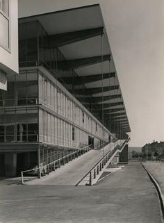 Großgarage Haniel mit Motel Düsseldorf (1950-51) | Architect : Paul Schneider-Esleben | Albert Renger-Patzsch : Architecture for Photographers