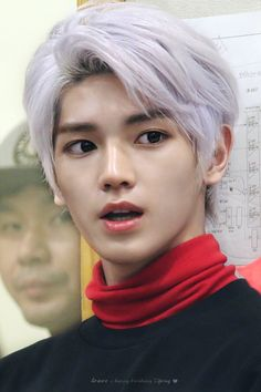 Here's a little threads of taeyong's white hair ♡💦♡ ↳ taeyong White hair will always hold a special place in my Heart as this hair was one… Taemin, Shinee, Lee Taeyong, Nct 127, Baekhyun, Capitol Records, Kpop, Na Jaemin, Winwin