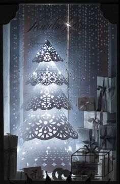 Jelení šperky - Vánoce jsou tady! / 2015 Balcony Curtains, Sheer Curtains, Window Screens, Shop Window Displays, Peonies, Chandelier, Paper Crafts, Pottery, Windows