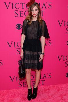 Chiara Ferragni (The Blonde Salad) con vestido lencero de Alberta Ferretti y tocado de Benoit Missolin ● El show de Victoria's Secret 2013