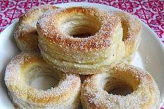 Kokeile kevään keittiötrendiä, leivo kaksi yhteen - ESS.fi Cronut, Baked Doughnuts, Sweet Pastries, Cinnamon Rolls, Croissant, Baked Goods, Biscuits, Food And Drink, Sweets
