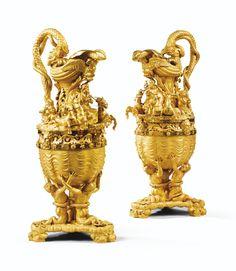 Importante paire d'aiguières au char de Neptune en bronze doré du milieu du XIXe siècle, attribuée à François Villemsens