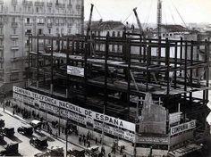 Construcción del edificio de Telefónica en Gran Vía ( #Madrid, 1926). #IngenieriaRetro vía Twitter @solestudiosing