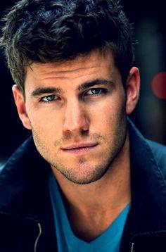 Austin Stowell, I just like wanna marry this guy. like totally. Beautiful Boys, Gorgeous Men, Beautiful People, Pretty Boys, Austin Stowell, Dolphin Tale, Men Tumblr, Raining Men, Models