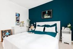 paint color for petrol blue bedroom, snow white wood low bed, matching chest of drawers and co. Blue Rooms, Blue Walls, White Walls, Master Bedroom Design, Home Decor Bedroom, Bedroom Ideas, Bedroom Art, Suites, Trendy Bedroom