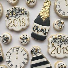 New Year cookie No Bake Sugar Cookies, Sugar Cookie Royal Icing, Baking Cookies, Super Cookies, Cut Out Cookies, Fancy Cookies, Cupcakes, Cupcake Cookies, New Years Eve Dessert