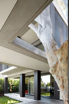 Hopetoun Avenue, is a renovation and extension to a period home in the Sydney suburb of Vaucluse. A tree house with... UPVISUALLY.COM