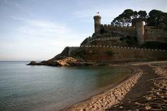 Man könnte meinen es sei Sommer. Dabei fehlt nur noch eine Woche bis Weihnachten. Aber der Strand und das Meer in Tossa de Mar sind einfach zu jeder Jahreszeit schön. Ganz ehrlich gesagt, sind mir Herbst und Winter fast lieber, um an die Küste zu fahren, denn dann ist es an der Costa Brava so wunderbar leer. Die s