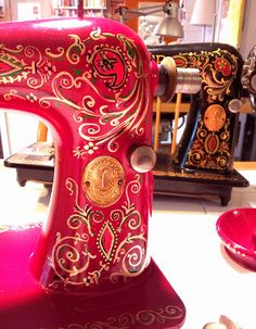 Hand-painting a Singer 66