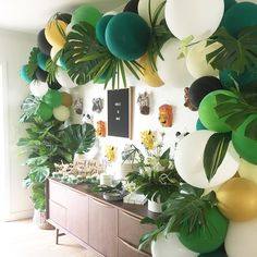 Let's get WILD! Balloons by us . cutest set up by Jungle Theme Birthday, Lion King Birthday, Baby Birthday, 1st Birthday Parties, Birthday Ideas, Havana Party, Havana Nights Party, Safari Party, Balloon Garland