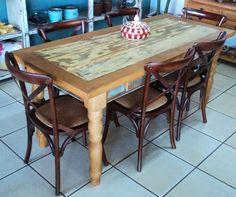 Resultado de imagem para mesa madeira de demolição cadeiras paris