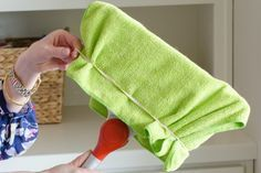 21 Genius Household Cleaning Tips That'll Make Martha Stewart Jealous - The Krazy Coupon Lady Daily Cleaning, Household Cleaning Tips, Cleaning Day, Toilet Cleaning, Bathroom Cleaning Hacks, Deep Cleaning, Natural Disinfectant, Clean Your Washing Machine, Grease Stains