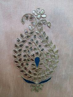 Zardozi Embroidery, Embroidery On Kurtis, Hand Embroidery Dress, Kurti Embroidery Design, Indian Embroidery, Embroidery Patterns Free, Hand Embroidery Patterns, Beaded Embroidery, Embroidery Stitches