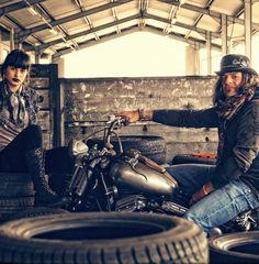 Bad and Bold ist ein neuer Onlineshop für coole stylische Motorradbekleidung, viele Vintage Styles T-Shirts, Hemden, Hoodies, Zippers, Longsleeves, Wax Cotton Jacken, Lederjacken, Schuhe, Helme, Bandanas, Schals und Tücher. Egal ob Café Racer, Bobber, Harley Davidson, Indian, Triumph, Moto Guzzi ...
