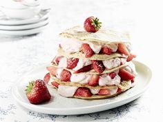Pfannkuchentorte mit Erdbeer-Kokos-Quark - smarter - Zeit: 30 Min. | eatsmarter.de Sieht das nicht unglaublich lecker aus?