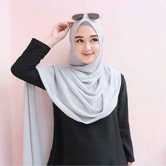 Casual Hijab Outfit, Ootd Hijab, Hijab Chic, Hijab Dress, Instagram Hijab, Hijab Style Tutorial, Head Scarf Styles, Hijab Fashion Inspiration, Hijabi Girl