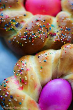 Braided Italian Easter Bread (Pane di Pasqua)is one of our all-time favorite breads! My Italian mother-in-law gave me her recipe and it was one we make every year and is a family tradition. Easter Bread Recipe, Easter Recipes, Holiday Recipes, Holiday Meals, Easter Ideas, Italian Easter Bread, Italian Bread, Olive Bread, Sweet Bread