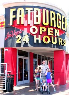 Do you love good food and people watching? Head on over with the kids to FATBURGER's Fat Bar on the #LasVegas strip!  #review #client