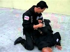 How To Defend Yourself Against Knife Attacks Self defense tactics and survival tips Self Defense Women, Self Defense Tips, Self Defense Weapons, Self Defense Techniques, Home Defense, Krav Maga, Survival Tips, Survival Skills, Damsel In Defense