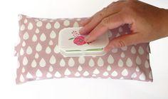 Feuchttüchertasche mit Klappverschluss - geniale Hülle für Feuchttücher, die auch eine Windeltasche ist - ein praktischer Begleiter - tolles Geschenk zur Geburt für werdende Mütter