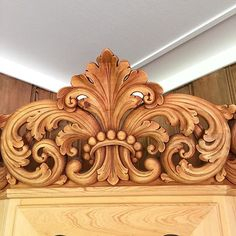Wood Carving Designs, Wood Carving Art, Wood Art, Modern Wooden Doors, Wood Table Design, Wood Appliques, Engraving Art, Baroque Design, Floral Tattoo Design